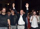 Ballottaggi Livorno, il nuovo sindaco Salvetti accolto dai cori di Bella Ciao