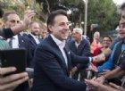 Standing ovation per Giuseppe Conte sul palco M5s: «Gli slogan li lasciamo agli altri»