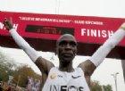 Maratona di Vienna, il keniano Kipchoge infrange il muro delle due ore