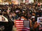 Hong Kong, migliaia in piazza per ringraziare Donald Trump. Pechino protesta e convoca l'Ambasciatore USA