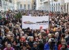 Le Sardine a Roma sfidano Salvini: «Abolire i decreti sicurezza». Il leader della Lega: «Qualcuno tifa per i mafiosi»