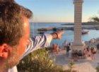 Matteo Salvini a Lampedusa mentre sbarcano i migranti: «Ecco altri che staranno a scrocco»