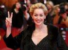 La denuncia di Sharon Stone: «Mia sorella ha il Covid, indossate la mascherina»