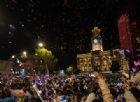 Capodanno 2021 a Wuhan: la folla festeggia in piazza