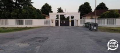 L'ingresso dell'ex caserma Cavarzerani