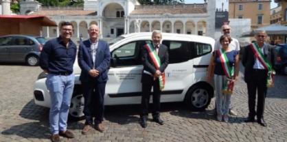 Servizi sociali dell'Uti: la Fondazione Friuli dona un nuovo mezzo