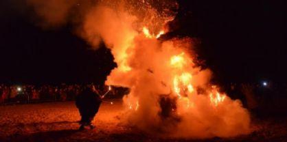 Lignano - Pignarûl: i fuochi epifanici del Friuli bruciano e salutano l'anno nuovo!