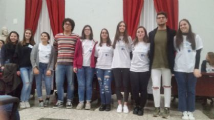 Myriam Godino Viero è la quarta da destra. Qui è insieme ai compagni