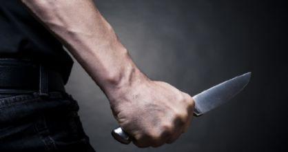 Udine: accoltella la compagna davanti al figlio e poi scappa