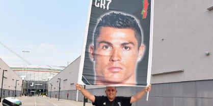 Tifoso attende Cristiano Ronaldo
