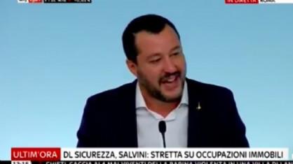 Il vicepremier e ministro dell'Interno Matteo Salvini durante la conferenza stampa sul decreto sicurezza e immigrazione