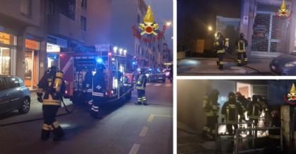 A fuoco una caldaia condominiale, vigili del fuoco sul posto: chiusa strada di Fiume