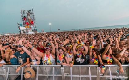 Grande festa per i 50 mila arrivati in spiaggia per Jovanotti