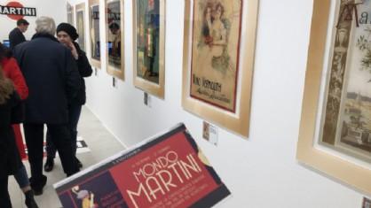 La storia della cartellonistica Martini in mostra all'Outlet di Palmanova