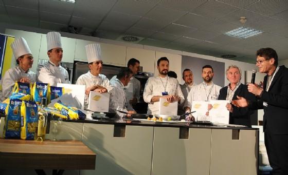 I cuochi partecipanti presentati dal giornalista specializzato Luigi Cremona