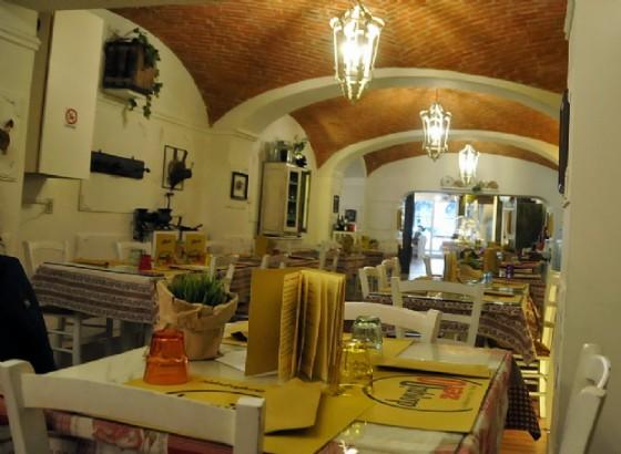 La lunga sala ristorante