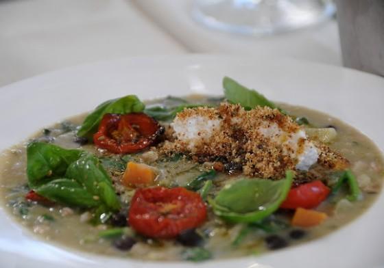 La zuppa di legumi contadina con ricotta di bufala ...