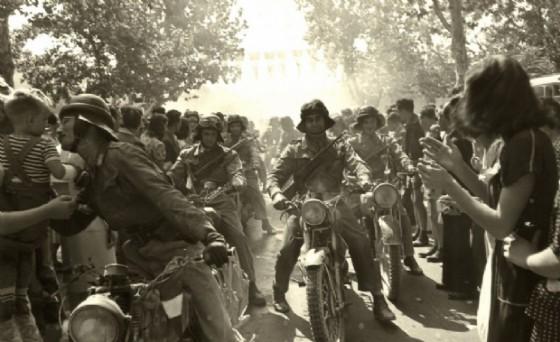 Ingresso a Gorizia delle avanguardie motociclistiche dei Carabinieri