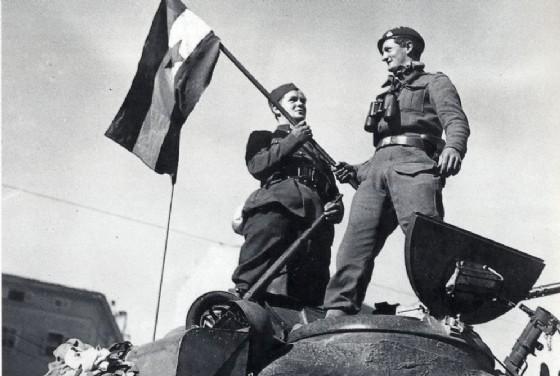 Le truppe tutine entrano a Trieste