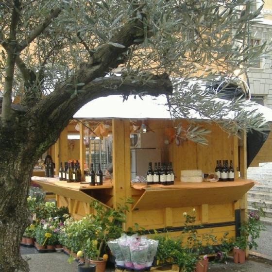 Nuove casette per la Pasqua in piazza Sant'Antonio Nuovo (© Ufficio stampa Flash srl)