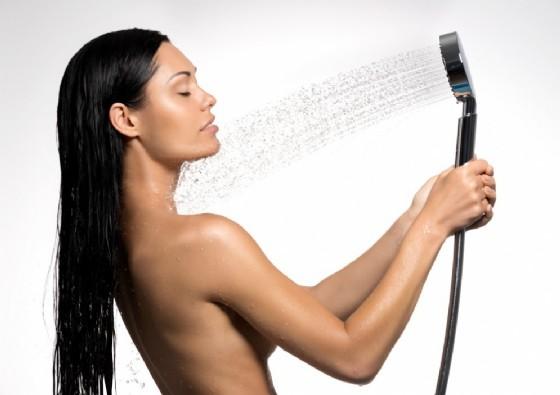 La doccia per riattivare la circolazione (© Valua Vitaly | Shutterstock.com)