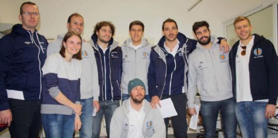 Il gruppo di atleti 'donatori' con lo staff dell'ospedale