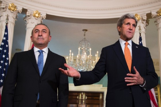 US Secretary of State John Kerry (R) and Turkish Foreign Minister Mevlut Cavusoglu speak to the press after a meeting at the State Department in Washington, on March 28, 2016 (AFP Photo/Jim Watson)