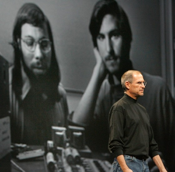 Steve Jobs speaks in front of an old photo of Steve Wozniak (L) and himself when they first started Apple on January 9, 2007 (AFP Photo/Tony Avelar)