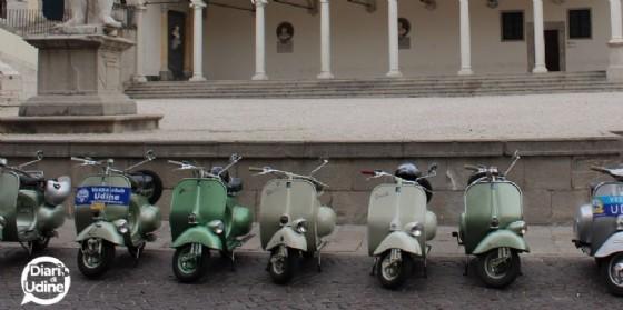 Alcune delle Vespa storiche presenti a Udine (© Diario di Udine)