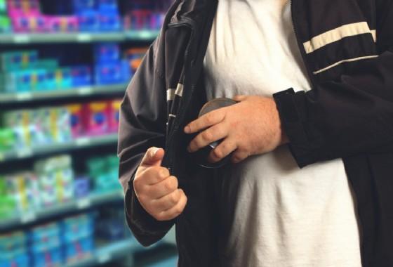Tenta di rubare in un negozio Decathlon