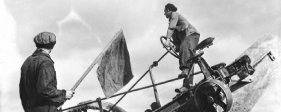 Torviscosa, Aratura funicolare dei terreni, 1940 (© Archivio fotografico storico della SNIA Viscosa)