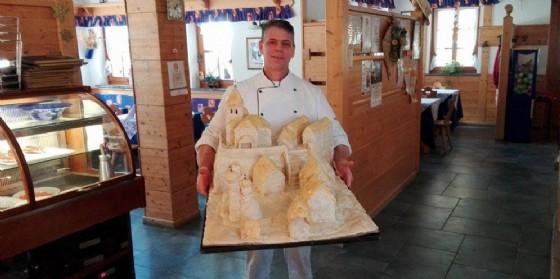 L'opera realizzata con la pasta per la pizza (© Diario di Udine)