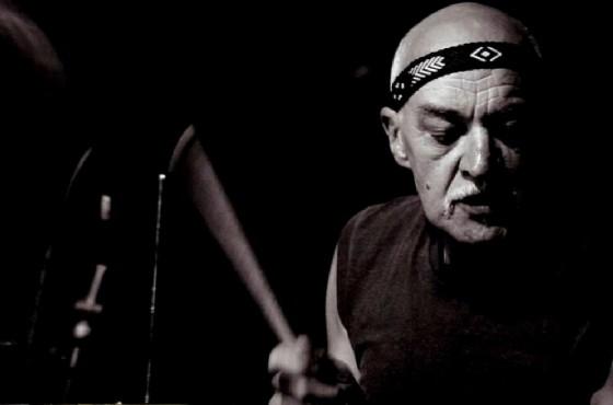 Clive Bunker batterista dei Jethro Tull a Microsolchi (© credits courtesy of fiche Stampa Microsolchi)