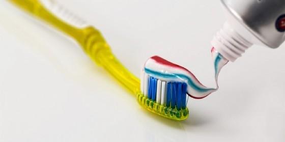 Spazzolino e dentifricio per una buona igiene orale (© BizUp Srl)