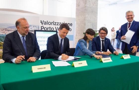 La firma del protocollo (© Regione Friuli Venezia Giulia)