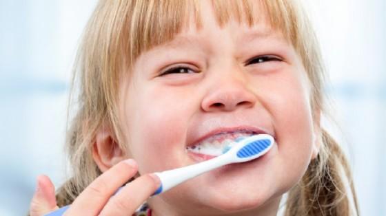 Ilbisfenolo A o BPA può danneggiare lo smalto dei denti