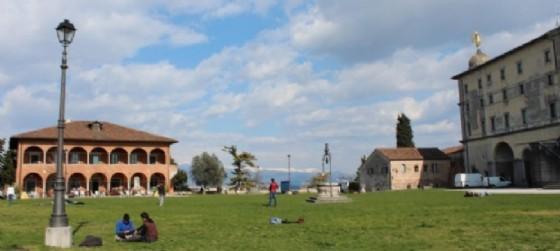 Sulla sinistra, la Casa della Contadinanza (© Diario di Udine)