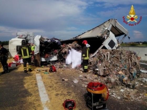 Le immagini del terribile incidente in A4 (© ANSA)