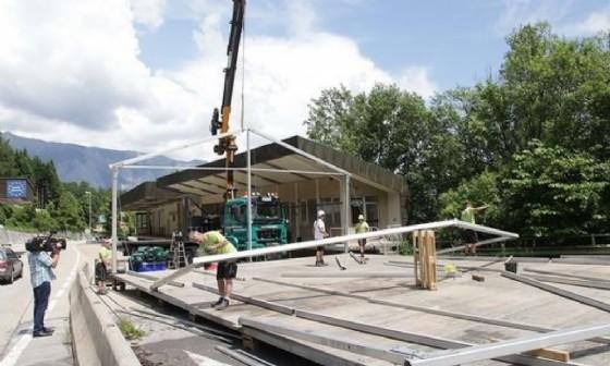 La costruzione dei due capannoni (© Kleine Zeitung)
