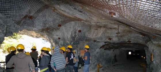 L'interno della miniera durante un'escursione (© Parco naturale regionale delle Prealpi Giulie)