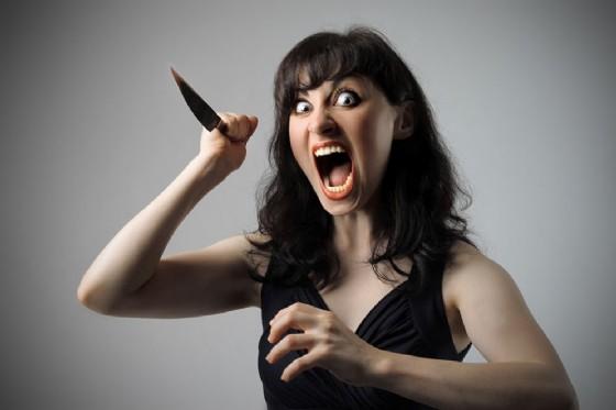 Donna killer, anche una donna può essere violenta (© olly | Adobe Stock.com)