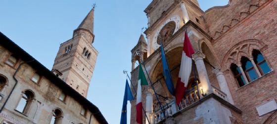 Il palazzo comunale e il campanile del Duomo di San Marco (© Adobe Stock | domenicosalice)