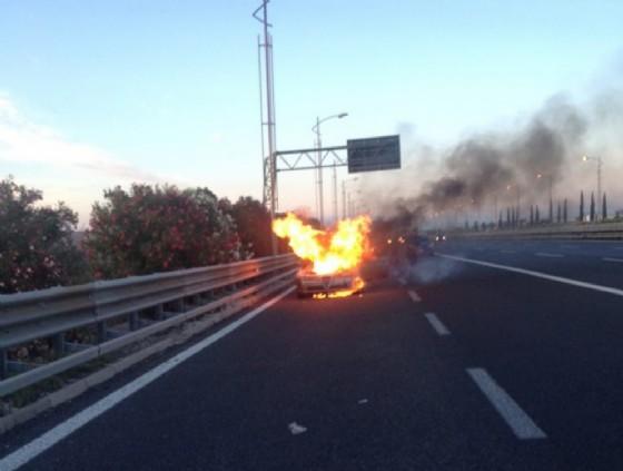 L'auto in fiamme di Iacop