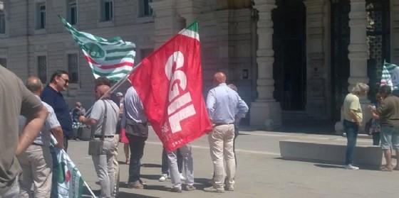 I sindacati in piazza per l\'allungamento dei permessi di soggiorno ...