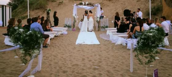 Matrimonio Gay Spiaggia : Nozze arcobaleno sul lungomare di lignano diario udine