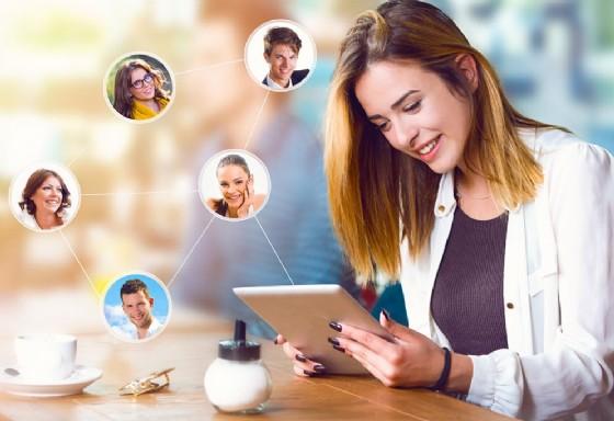Social network, un'indagine svela che molte persone mentono circa il loro stato (© Tijana | AdobeStock.com)