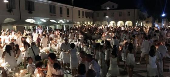 La cena in bianco arriva anche a Gorizia (© web GoBlanc)
