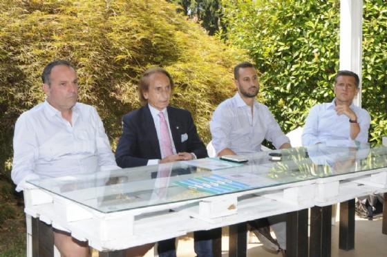 Da sinistra: il direttore Cosimo Napolitano, Paolo e Yuri Bodo, il delegato provinciale della Fit Claudio Pivotto) (© Foto Lesca)