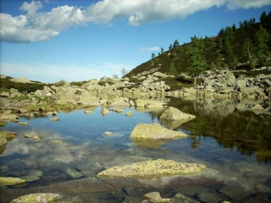 Una suggestiva immagine del laghetto delle Bose (© Diario di Biella)