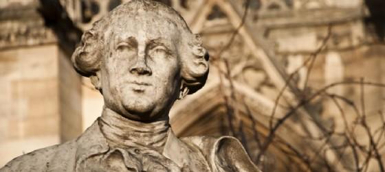 La statua di Carlo Goldoni. La commedia dialettale I Rusteghi in scena a Gorizia